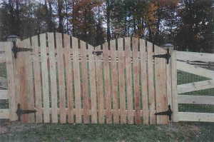 Spaced Picket Double Gate with Arch