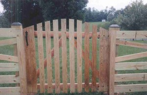 Spaced Picket Wood Gate with Arch