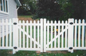 Straight Top Contemporary Double Gate Vinyl Fence