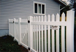 Straight Top Contemporary Picket Vinyl Fence